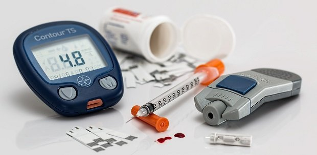 Common medical implements used to treat diabetes