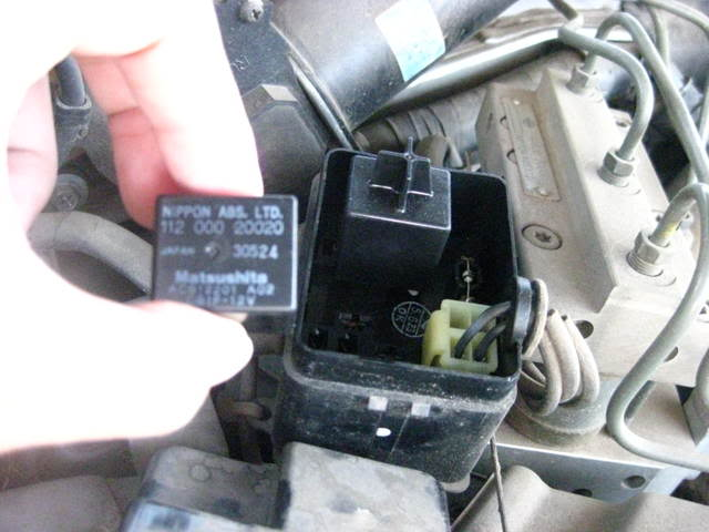 2004 nissan maxima abs relay location