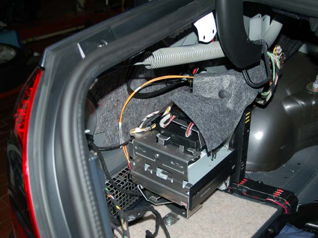 I Have A Mercedes E350 From 2006 With An Audio Issue  The Right Side Speakers Do Not Work  But