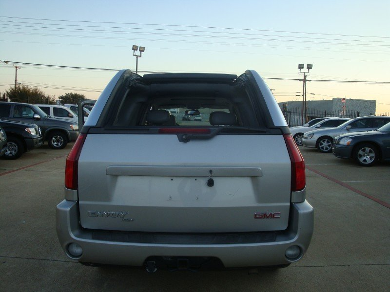 2004 Gmc Envoy Xuv Tailgate Will Open To Pivot To Right