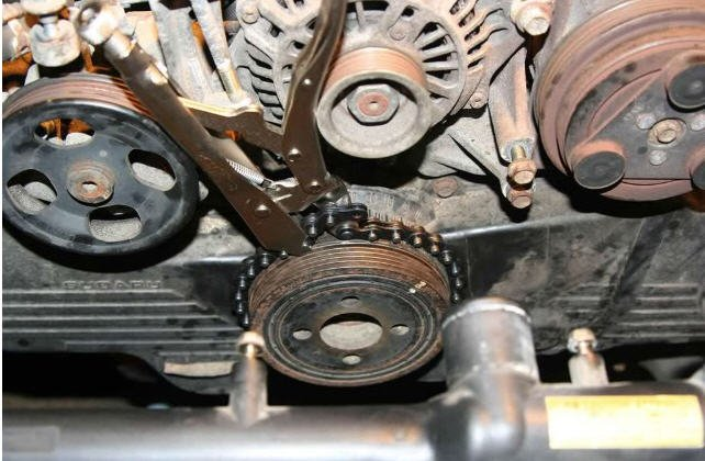 land rover timing belt how to keep crank from turning to get proper torque on  how to keep crank from turning to get proper torque on