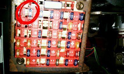 2010 07 22_195823_fuse 2004 mustang gt broken cruise control, broken radio, broken cd 2004 mustang fuse box at fashall.co