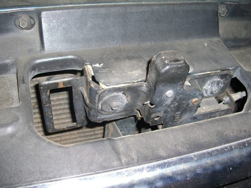i have a 1998 mountaineer mercury i cannot open the hood two rh justanswer com 1997 Ford Ranger Hood Latch 2000 Ford Explorer Hood Latch